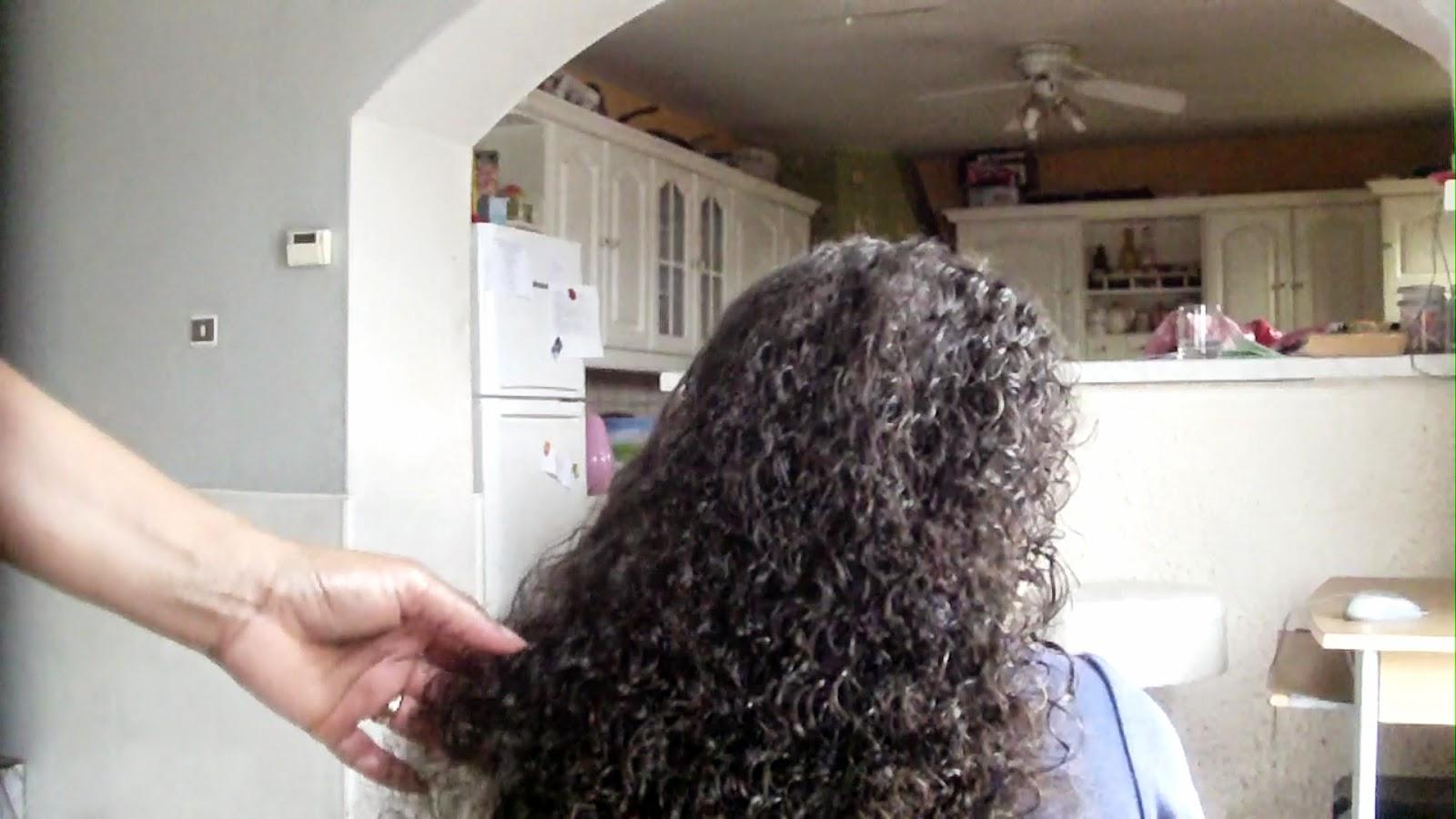 cheveux boucl s je vous explique comment entretenir ce type de cheveux qui demande beaucoup de. Black Bedroom Furniture Sets. Home Design Ideas